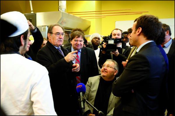 Jean-Pierre Crouzet et le ministre Emmanuel Macron visitent le Campus des métiers de Bobigny